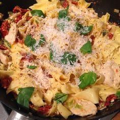 Fettuccine med krämig parmesansås. | Mitt kök Pasta Salad, Food Inspiration, Spaghetti, Food And Drink, Cooking, Ethnic Recipes, Party, Beautiful, Lasagna