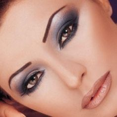 Eye Make Up Tips For Blue tho her eyes are brown! Dramatic Makeup, Blue Eye Makeup, Eye Makeup Tips, Love Makeup, Makeup Trends, Makeup Looks, Makeup Ideas, 90s Makeup, Eyeshadow Ideas