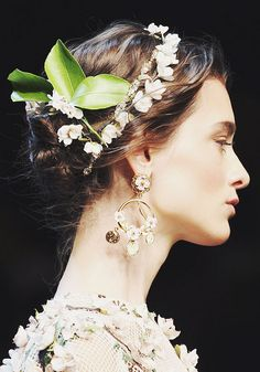 Hair Inspiration: Dolce & Gabbana Spring/Summer Fashion Show Spring 2014, Spring Summer, Summer 2014, Spring Fairy, Summer Garden, Moda Floral, Flower Braids, Flower Hair, Make Up Braut