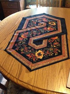 Sewing | Quilt | Table Runner | Triangle Frenzy Swirl