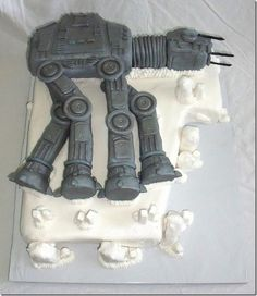 At first glance, I thought this was a wack AT-AT cake. But then I realized it was on Hoth. Awesome.
