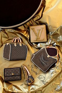 Louis Vuitton wedding cookies...wow!!!