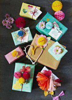 Aunque a todas las personas les gustan los detalles, para muchas son la mayor muestra de amor. Más consejos en: http://www.tutiendacristiana.com/revista/lenguaje-de-amor/#.Uiiwaj-ZaUA