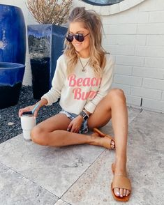 Comfy Casual, Casual Looks, Wedge Sneakers, Sneaker Wedges, Style Me, Cool Style, Cute Graphic Tees, Tan Sandals, Casual Outfits