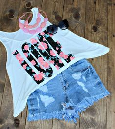 Love this denim shorts jeans with top floral love printed white loose cropped tee blouse and coral & pink stones necklace and black goggles the best way to show fashion