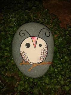Easy owl design for a painted rock