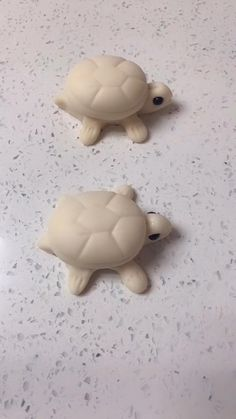 Polymer Clay Turtle, Polymer Clay Animals, Ceramic Animals, Polymer Clay Ornaments, Polymer Clay Crafts, Diy Clay, Diy For Kids, Crafts For Kids, Moldes Para Baby Shower