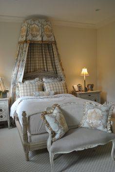 love the toile fabric frans landhuis, franse French Country Bedrooms, French Country House, French Farmhouse, Farmhouse Style, Country Style, French Decor, French Country Decorating, Style Français, French Style