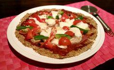 Een pizza met tonijnbodem. Had jij hier al eens van gehoord? Marije maakte een heerlijk recept. Smullen gegarandeerd!