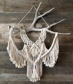 """2,729 Likes, 51 Comments - MODERN MACRAMÉ (@modernmacrame) on Instagram: """"We love this unique piece! Perfect inspiration for this lovely Sunday! Photo by @ballantyne.design…"""""""