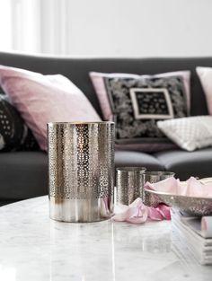 Vardagsrum rosa ljuslykta metall living room pink metal