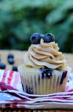 Blueberry Pancake Cupcakes #cupcakes #cupcakeideas #cupcakerecipes #food #yummy #sweet #delicious #cupcake