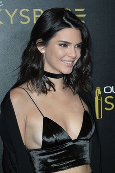 Kendall Jenner Rides Downtown LA's Glass Slide in the Sky!: Photo Kendall Jenner wears a sexy outfit while hosting the OUE SkySpace Launch on Thursday night (July at the US Bank Tower in Los Angeles. The model… Kendall Jenner Style, Kendall Jenner Bikini, Kendalll Jenner, Kardashian Jenner, Look Skater, Jenner Sisters, Celebs, Celebrities, Looks Style