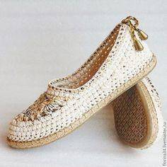 Crochet Boot Socks, Crochet Sandals, Crochet Slippers, Make Your Own Shoes, How To Make Shoes, Crochet Shoes Pattern, Shoe Pattern, Crochet Baby Costumes, Crochet Flip Flops