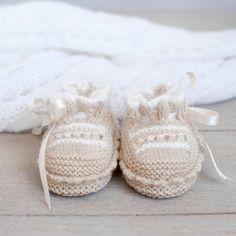 Patucos para bebé tejidos a mano por ALittleDresses en Etsy
