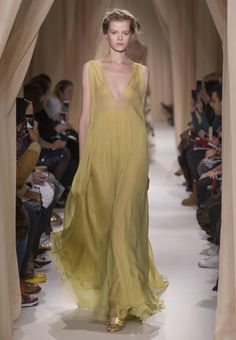 Valentino Official Website - Valentino Women Collection.