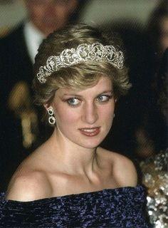 Her Royal Highness Diana Princess of Wales, wearing the Spencer Tiara. Princess Diana Jewelry, Princess Diana Family, Princes Diana, Princess Of Wales, Royal Crowns, Royal Tiaras, Royal Jewels, Crown Jewels, Lady Diana Spencer
