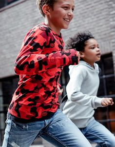Red camo sweater from the Vingino X Daley Blind Collection. Daley Blind, Blinds, Camo, Kids Fashion, Boys, Summer, Red, Sweaters, Collection