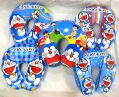 Bantal Leher Printing Karakter Doraemon Assorted  Bantal Leher Printing Karakter Doraemon Assorted  Bantal leher ini terbuat dari bahan Yelvo dan berisi full Dakron sehingga sangat nyaman untuk dipergunakan.  Ukuran bantal leher adalah all size seukuran leher.  Harga yang tertera adalah per buah (pc).  Dikarenakan motif printing sangat tergantung dari ketersediaan bahan baku maka barang yang dikirimkan mungkin tidak 100% sama seperti yang terlihat pada gambar tetapi tetap dengan tema / motif…