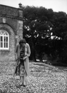 Sibyl Colefax photographing Cecil Beaton photographing her, at Ashcombe. Circa 1933 ©The Cecil Beaton Studio Archive, Sotheby's