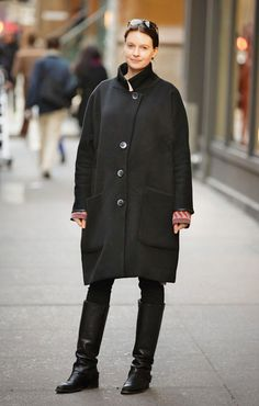 Even in all black, strong shapes steal the show #streetstyle