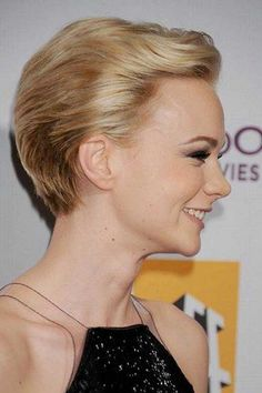 Carey Mulligan Formal Short Straight Hairstyle - Champagne Blonde Hair Color with Light Blonde Highlights Long Pixie Cuts, Short Straight Hair, Short Hair Cuts, Hairstyles Haircuts, Straight Hairstyles, Cool Hairstyles, Hairstyle Short, Hot Hair Styles, Medium Hair Styles