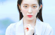 Sm Rookies, Red Velvet Irene, Queen Bees, Pearl Earrings, Photoshoot, Kpop, Pearl Studs, Photo Shoot, Bead Earrings