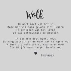 "Brievenbusgeluk op Instagram: ""• Wolk • ©️ ☁️☁️☁️ . #gedichtjesvanbrievenbusgeluk . ——— www.brievenbusgeluk.nl ——— . . . . . . . #brievenbusgeluk #gedichtje #gedicht #dichter…"" Words Of Wisdom Quotes, Me Quotes, Motivational Quotes, Funny Quotes, Inspirational Quotes, Qoutes, Dutch Quotes, Sport Quotes, Parenting Done Right"