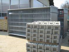 #Recinzioni provvisorie da cantiere zincate 4 tubi mt.3,50x2,00 confezione da 35 pezzi € 23,00 + iva cad.  Sfusi € 26,00 + iva cad.  Piedini in cemento confezione da 40 pezzi € 3,50 + iva cad.  Sfusi € 3,70 + iva cad.  Prodotto in Italia