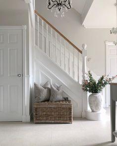 Wicker Storage Trunk, Hallway Ideas Entrance Narrow, Entrance Hall, Modern Hallway, Entrance Ideas, House Entrance, Entryway, Home Organisation, House Goals