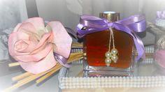 aromatizador difusor de ambientes de varetas com aroma delicioso de bergamota, rosas brancas, madeira e um toque de canela em um lindo vidro com detalhe em couro 120 ml - acompanha 8 varetas