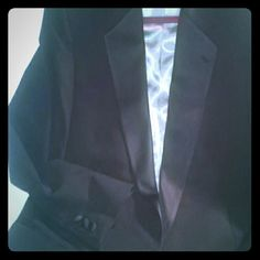 Men Bill Bass Blazer Black EUC!  46 Reg USA Made Looks Brand New! No Flaws! #3869 USA MADE.  Men Bill Lass Blazer Black & soft Silk-like fabric Lapel. & Like a Wool-Blend Jacket.  TAG says Light grey silk Interior Lining.. No fabric material name listed. Feels like a Wool Blend heavier fabric not sure.  Low Moisture..EUC!  46 Regular USA Made/ Single Split rear jacket. Already been dry cleaned with the TAG still! Bill Blass Jackets & Coats Blazers