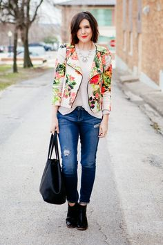 Love her hair, makeup and that jacket is very cheery! Like how she still makes it look casual with those jeans.