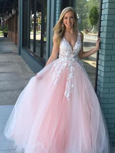 Pink tulle ball gown prom dress with ivory lace applique. Prom Dresses - Pink tulle ball gown prom dress with ivory lace applique. Prom Dresses Prom Dresses, Source by - Prom Dresses For Teens, Sweet 16 Dresses, Beautiful Prom Dresses, Pretty Dresses, Homecoming Dresses, Elegant Dresses, Blush Pink Prom Dresses, Blush Quinceanera Dress, Wedding Dresses