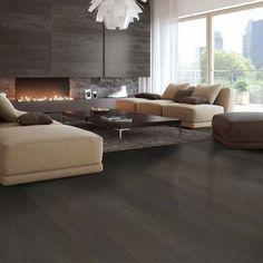 1-stav Eik Granitt, børstet og mattlakket er et mørk gulv med rolig fargespill og noe kvist. Parkettgulvet har en svært matt overflate og en helt unik og eksklusiv farge.  Parketten har en børstet overflate, noe som gir gulvet en røff overflate og et forsterket treuutrykk Couch, Furniture, Home Decor, Modern, Homemade Home Decor, Sofa, Couches, Home Furnishings, Sofas