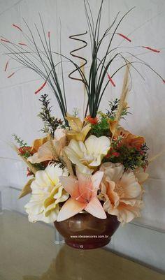 Vaso de flores em eva  ideiasecoresdecor@gmail.com Nylon Flowers, Fresh Flowers, Fabric Flowers, Paper Flowers, Ikebana, Silk Floral Arrangements, Cute Room Decor, Wonderful Flowers, Flower Crafts