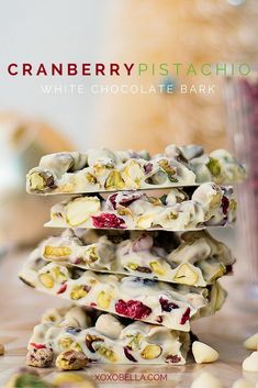 This cranberry & pistachio white chocolate bark is an easy treat that is always a big hit. Christmas Snacks, Christmas Cooking, White Christmas Desserts, Christmas Candy, Xmas, Holiday, Chocolate Candy Recipes, Chocolate Almond Bark, Chocolate