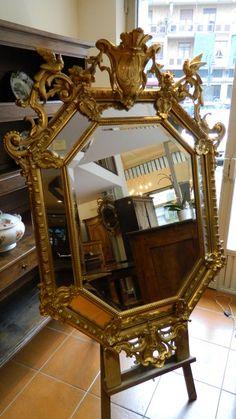 Specchiera con cimasa dorata a foglia del 1850 - Antichità Andrea's, negozio in piazza Borgo Dora con esposizione di mobili di antiquariato e servizio di restauro mobili antichi