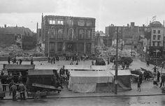 Groningen - Grote Markt - Scholtenhuis met oorlogsschade - 1945 (mei/december) - Fotograaf Cobie Douma