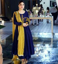 Dress Indian Style, Indian Dresses, Indian Outfits, Saree Blouse Neck Designs, Blouse Designs, Designer Anarkali Dresses, Designer Dresses, Ikkat Dresses, Sleeves Designs For Dresses