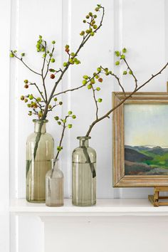 Crabapple Arrangement: The best thing about this sort of display? There's absolutely no arranging involved. Click through to find more easy DIY fall crafts for adults and for kids.