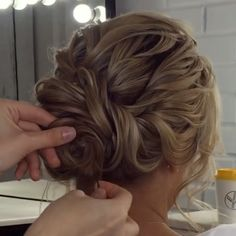 39 Fab Bridal Hair Style Ideas For Every Lenght! 39 Fab Bridal Hair Style Ideas For Every Lenght! Is there hair in order? Here's the key point. Your hair is long or short, you know that each model will look very stylish. But you have to decide on a Up Hairstyles, Braided Hairstyles, Wedding Hairstyles, Upstyle Wedding Hair, Bridal Updo, Wedding Hair And Makeup, Wavy Hair, Hair Updo, Updo For Long Hair