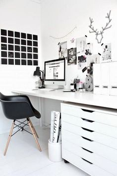Awesome Minimalist Black White Home Office Decorating Ideas – Office lounge Small Office Decor, Home Office Space, Home Office Design, Home Office Decor, Home Decor, Office Ideas, Office Themes, Office Setup, Workspace Design