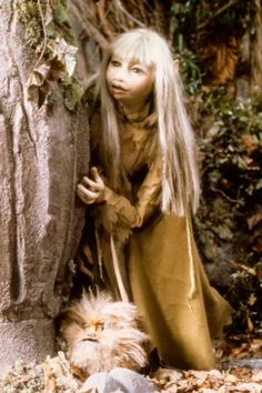 Kira (the Gelfling) and her little friend Fizzgig. Dark Crystal Movie, The Dark Crystal, Fantasy Movies, Fantasy Art, Ghost And Ghouls, Fraggle Rock, Fairy Art, Faeries, Art Dolls