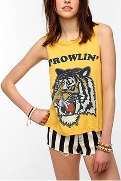 Feather Hearts Prowlin' Muscle Tee