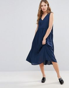 Get this Y.a.s's midi dress now! Click for more details. Worldwide shipping. Y.A.S Vinc Smock Midi Dress - Navy: Midi dress by Y.A.S., Soft-touch woven fabric, Fully lined, V-neck, Sleeveless design, Regular fit - true to size, Machine wash, 100% Polyester, Our model wears a UK S/EU S/US XS and is 175cm/5'9 tall. Putting a clean twist on everyday essentials, Danish label Y.A.S. packs its understated-cool style into dresses, premium leather and tailored pieces. Think minimalist designs paired…