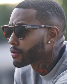 45 Dynamic Black Men Beard Styles 2019 - Fashiondioxide Do you need some inspiration to have that dynamic beard? If yes, then you are at the right place as we have these Dynamic Black Men Beard Styles Men In Black, Gorgeous Black Men, Beautiful Men, Black Men Haircuts, Black Men Hairstyles, Men's Hairstyles, Black Men Beards, Handsome Black Men, Beard Styles For Men