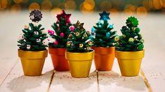 Al die urenlange herfstwandelingen hebben gezorgd voor een flinke voorraad dennenappels. Die hoeven dus niet allemaal de haard in. Want je kan er ook iets moois van maken voor Kerst: mini-kerstboomjes. Leuk voor op de kersttafel of gewoon als kerstversiering in je huis. Maar even serieus, kijk nog eens goed naar de voorbeelden in de video. Schattiger dan dit bestaat niet toch?!