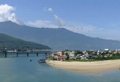 Plan a Danang tour and get a chance to explore the impressive green forests, beautiful island as well as the unique values of cultures, excellent highlights.