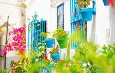 Hiszpania - mozaika wielu kultur skąpana w śródziemnomorskim słońcu. Poznaj ten fascynujący kraj, jego mieszkańców, obyczaje, kulturę i główne zabytki.